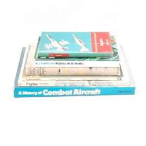 Stapel boeken thema vliegtuigen